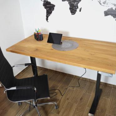 biurko z drrewnianym blatem